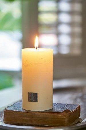 Svíčka Rustic Candle basic ivory 7x13 cm